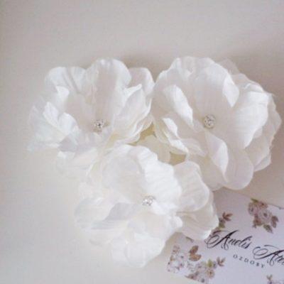 trzy-kwiaty-ecru