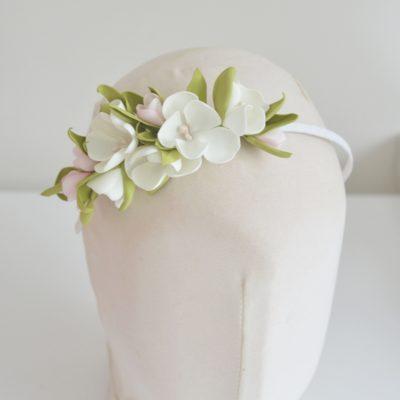 Opaska z kwiatami białymi